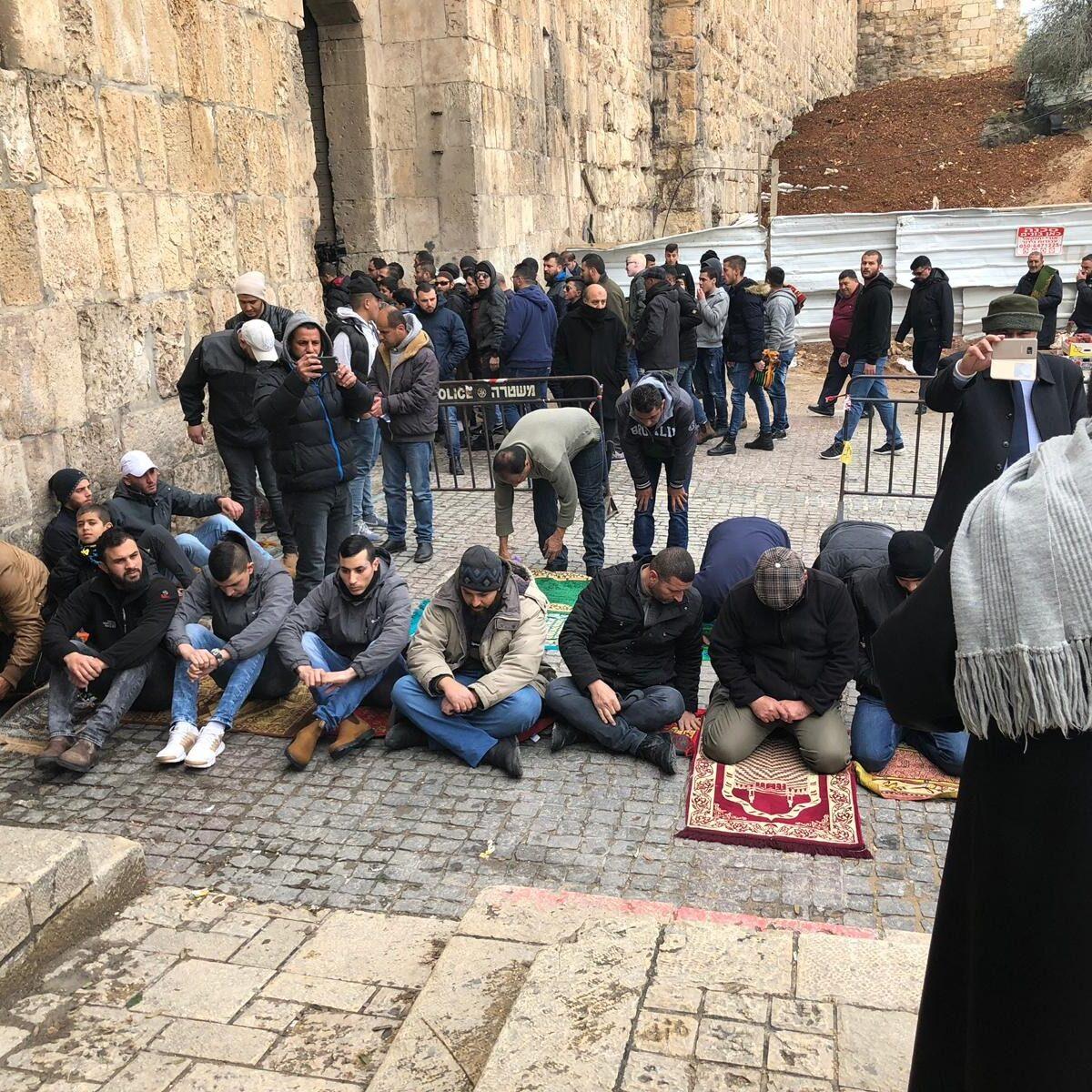 إسرائيل تهدد المدافعين عن الأقصى
