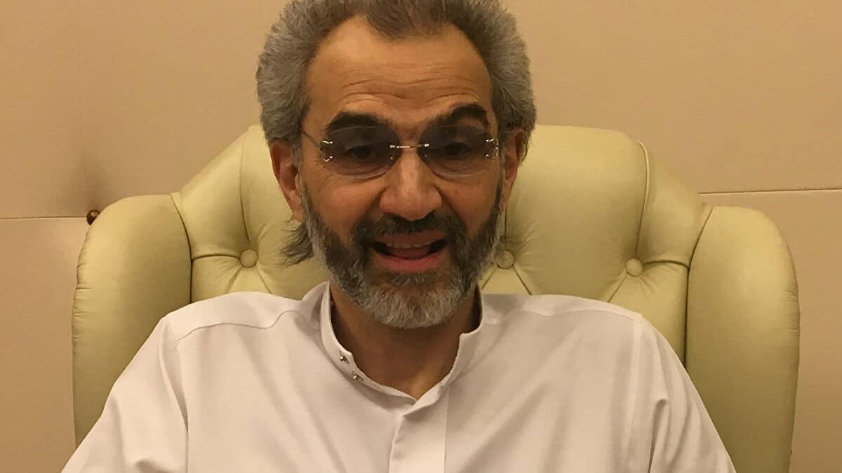 الوليد بن طلال يوقع على صفقة لبيع فنادق للملياردير الأمريكي بيل غيتس