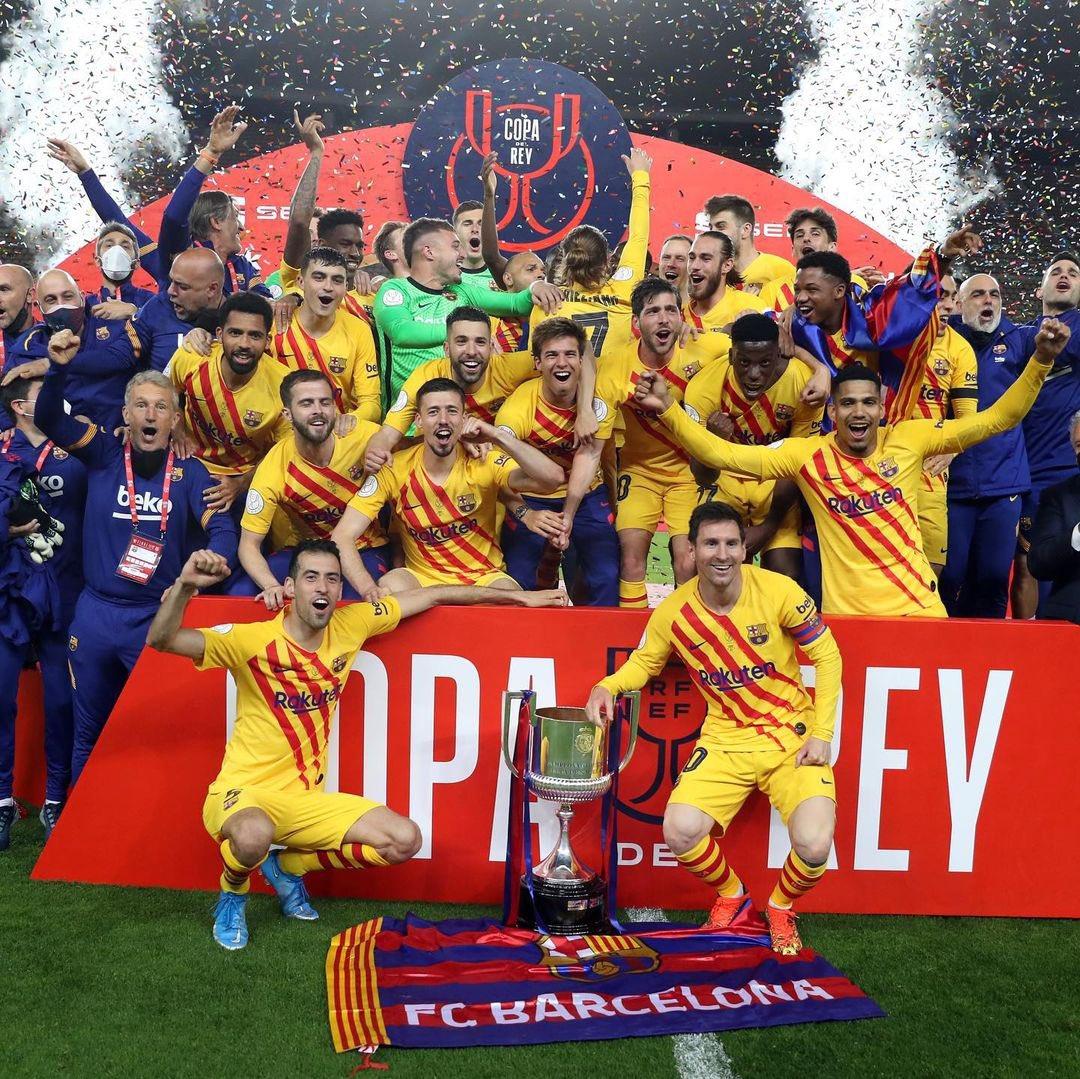 """""""شاهد"""" ماذا فعل لاعبو فريق برشلونة بلقب كأس ملك إسبانيا؟!"""