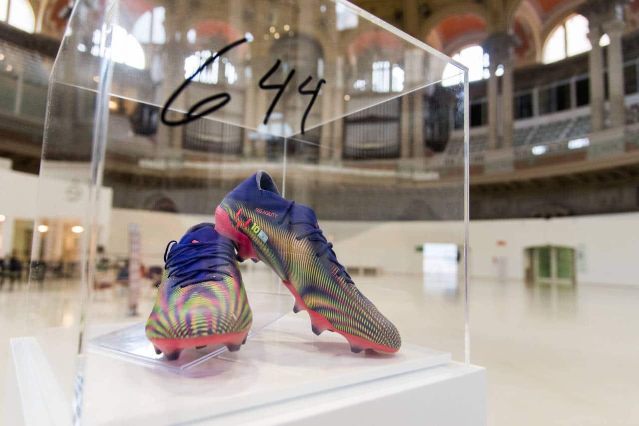 بالصور: بيع حذاء ميسي الذهبي في المزاد العلني بسعر خيالي