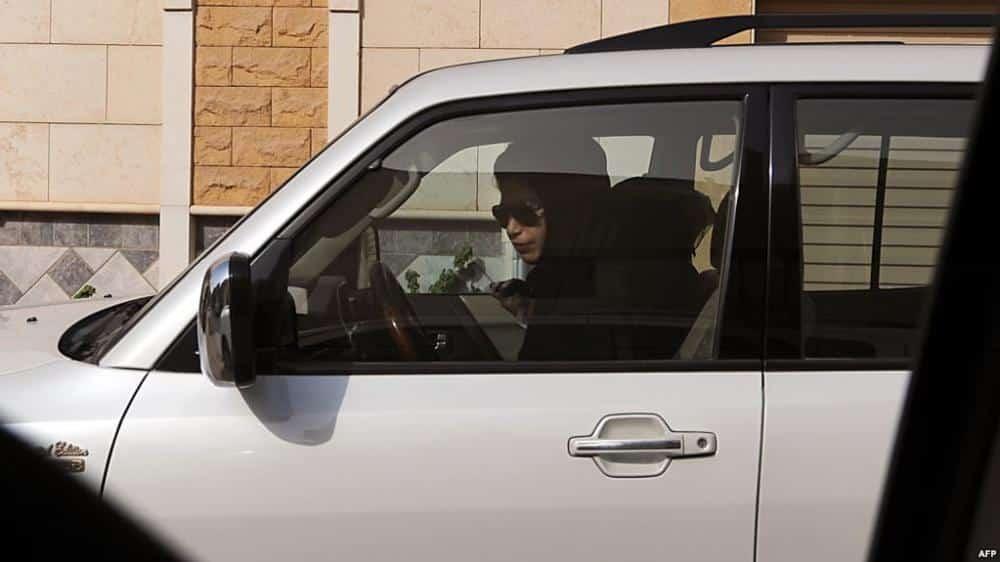 شاهد| في المدينة المنورة .. كيف حاول سائق اغتصاب فتاة سعودية في سيارته؟