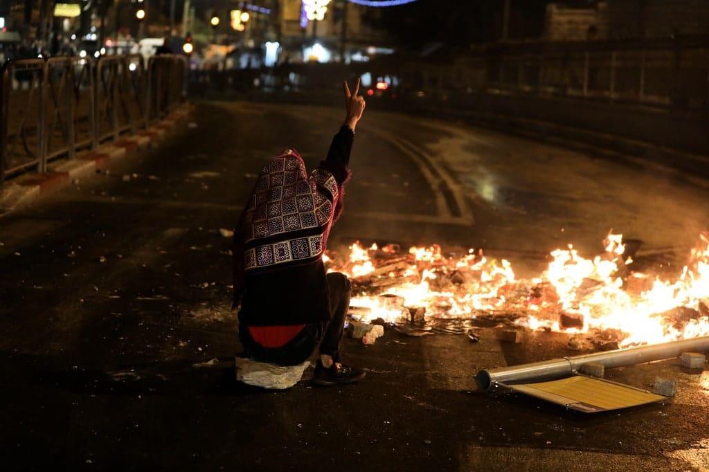 القدس تنتفض.. ثورة فلسطينية في وجه المحتل الاسرائيلي واصابة العشرات واعتقال اخرين