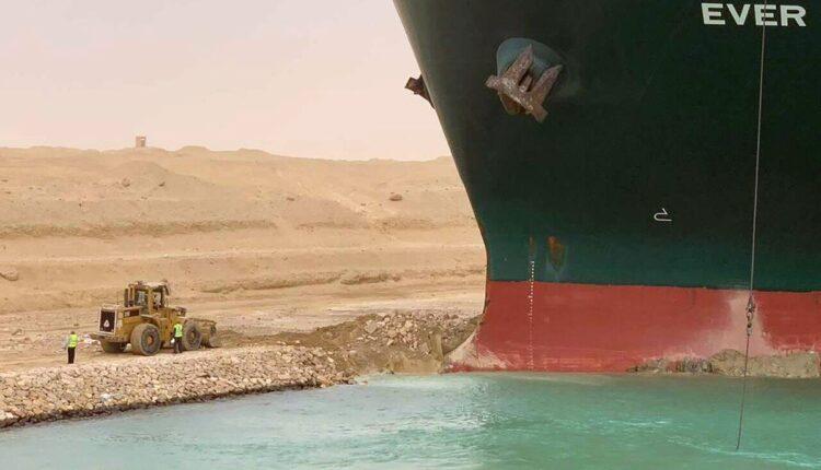الكشف عن تفاصيل جديدة بشأن انحراف سفينة إيفر غيفن في قناة السويس