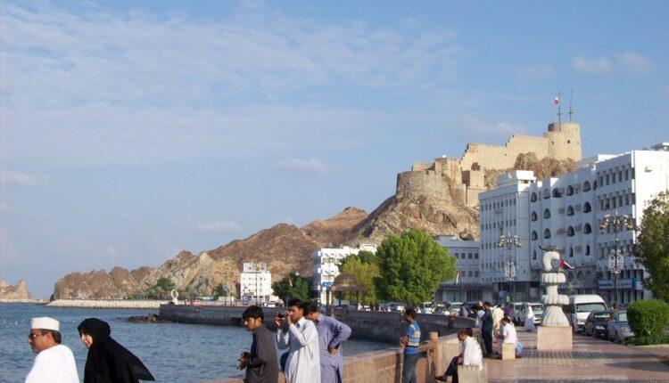 فاعل خير في سلطنة عمان يتكفل بالإفراج عن جميع المحبوسين في محاكم محافظة الظاهرة