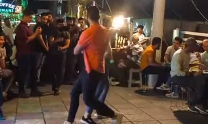 شاب وفتاة يرقصان في شوارع السليمانية