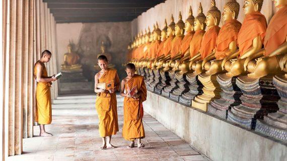 طلاب بوذيين