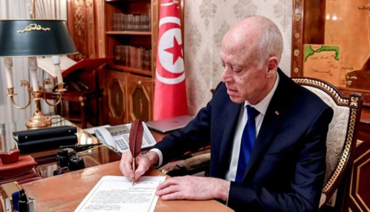 """""""ميدل إيست آي"""" يكشف تفاصيل الانقلاب الناعم الذي يحاول قيس سعيد تنفيذه في تونس"""