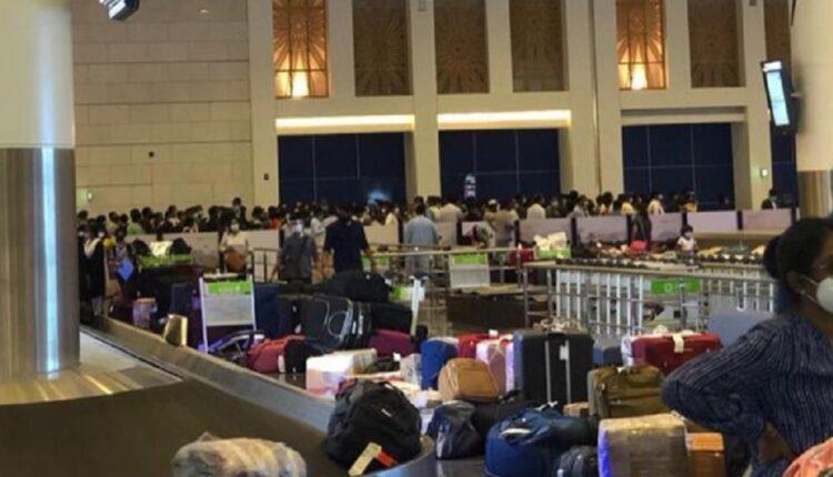 دخول مئات الأشخاص القادمين من الهند لسلطنة عمان عبر مطار مسقط الدولي