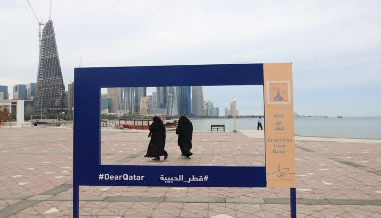 أمير سعودي يدافع عن بنات قطر