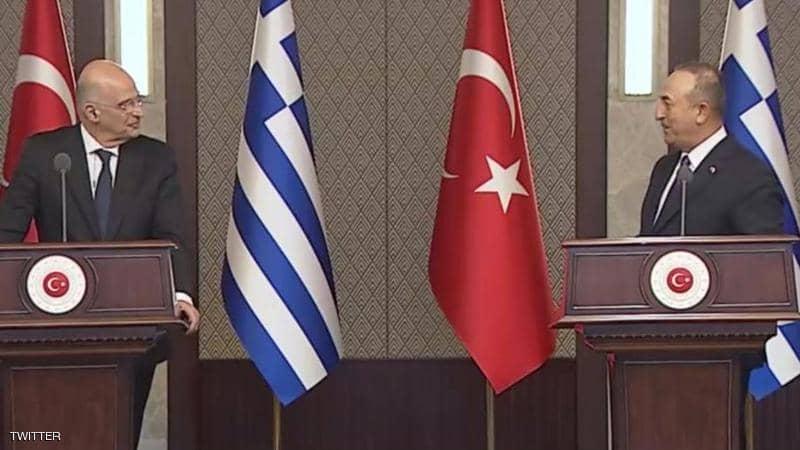 وزير خارجية تركيا ينفعل في وجه نظيره اليوناني ويلقنه درساً قاسياً
