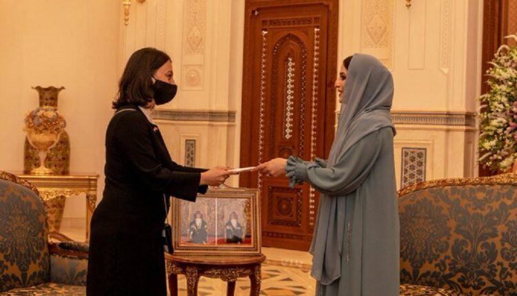 زوجة السلطان هيثم تتسلم رسالة من زوجة أردوغان
