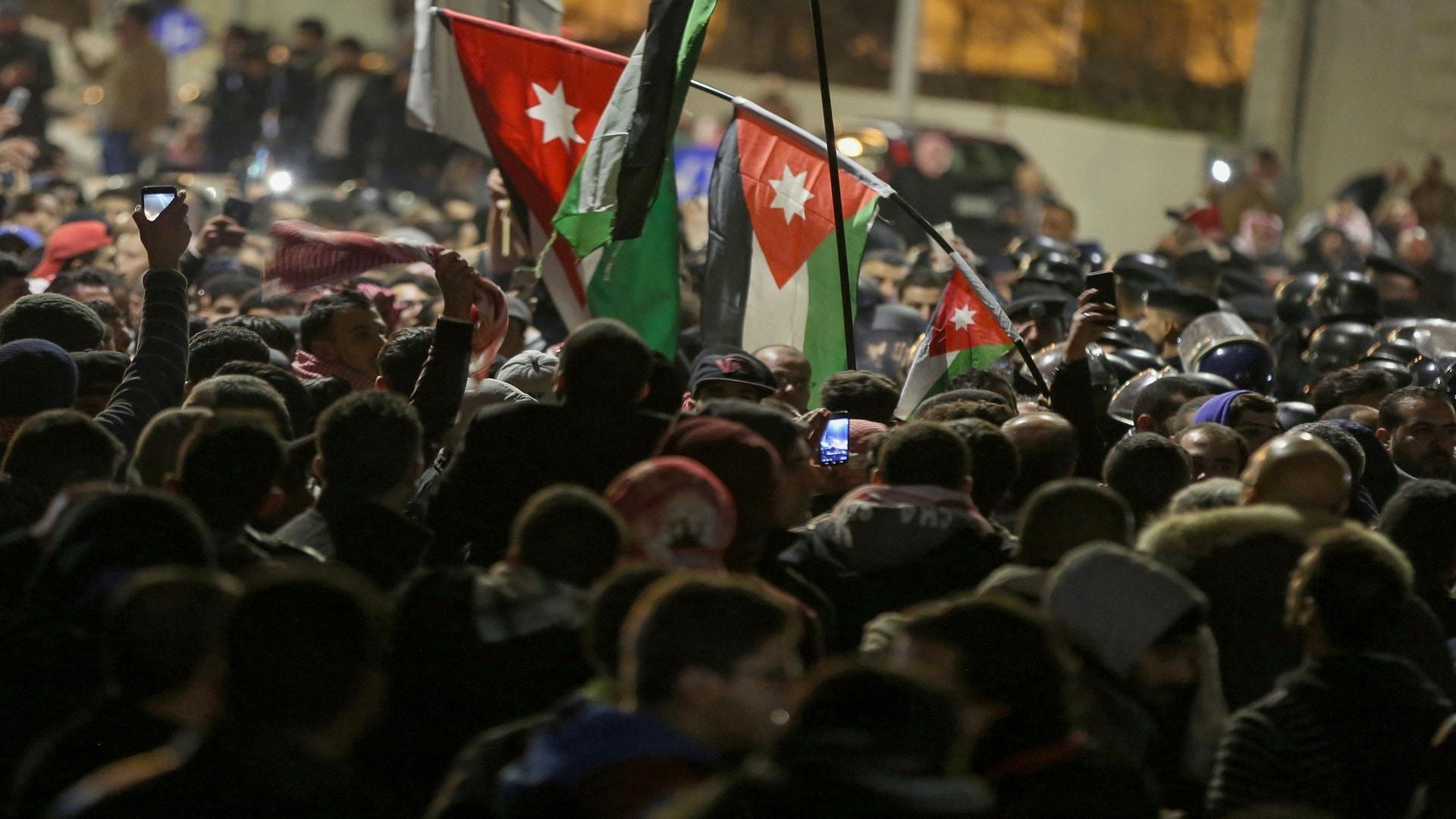 """""""العائلة نشرت غسيلها الوسخ"""".. فورين بوليسي: لم يكن هناك أي انقلاب في الأردن وهذا ما جرى"""