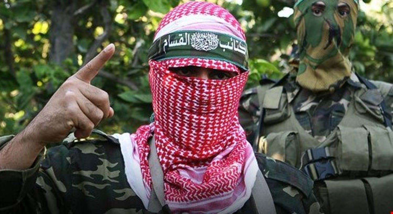 فلسطيني يستفز جندياً إسرائيلياً: أطلق النار الان وسوف أخبر أبو عبيدة بذلك