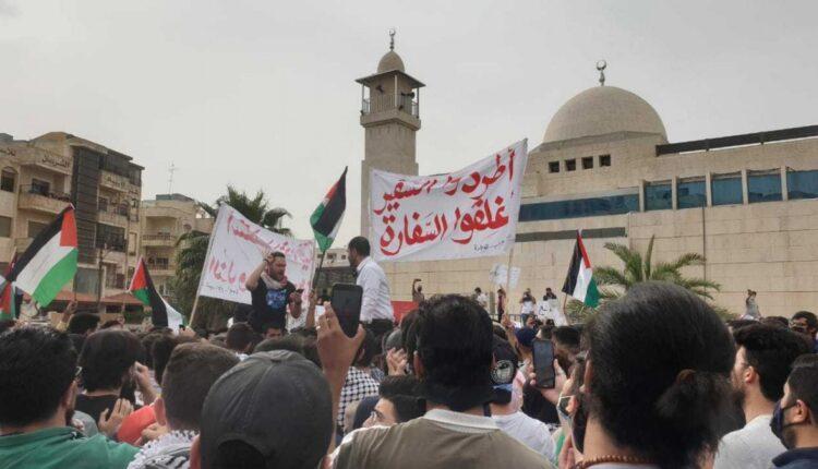 أردنيون يطالبون بطرد السفير الاسرائيلي