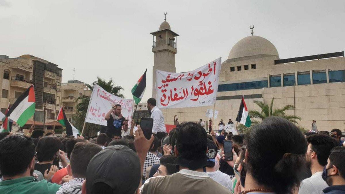 ضغوط كبيرة على الملك عبدالله لطرد سفير إسرائيل ونواب يدعون لعودة العلاقات مع حماس