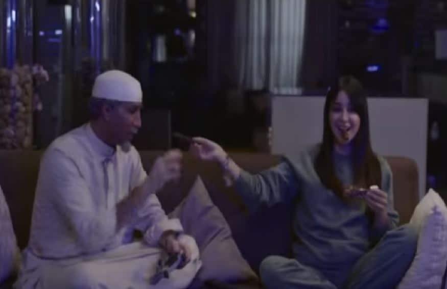 """أسيل عمران تستفز جمهورها بتبريرها مشهد الرقص الساخن: """"هدوا أعصابكم شوي""""!"""