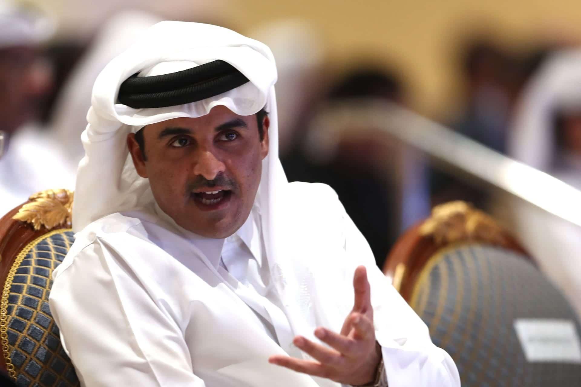 أمير قطر يقيل وزير المالية ويعين علي الكواري خلفاً له