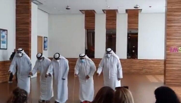 استقبال إماراتي حافل وتقليدي لوفد إسرائيلي زار الإمارات