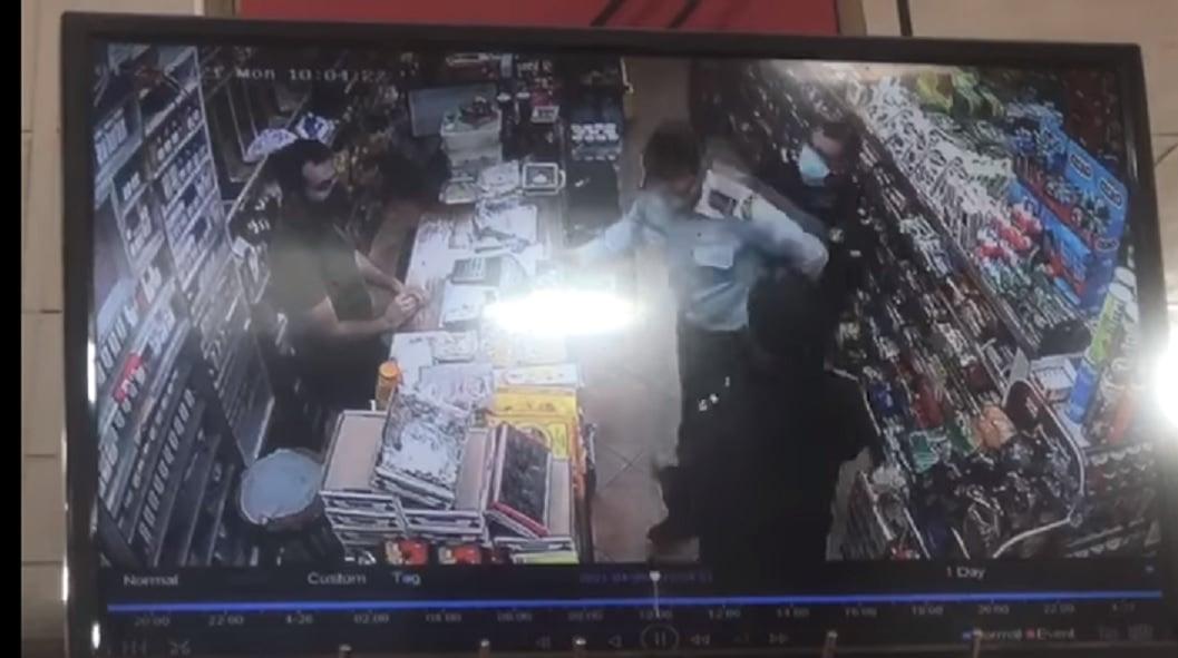 فيديو يشعل الأردن ويتسبب في إيقاف ضابط وأفراد دوريته بعد إهانتهم عسكري