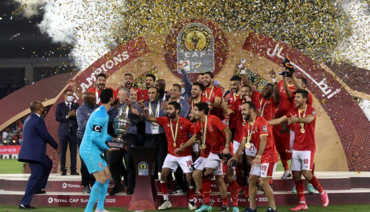 احتفال فريق الأهلي بكأس السوبر الأفريقي
