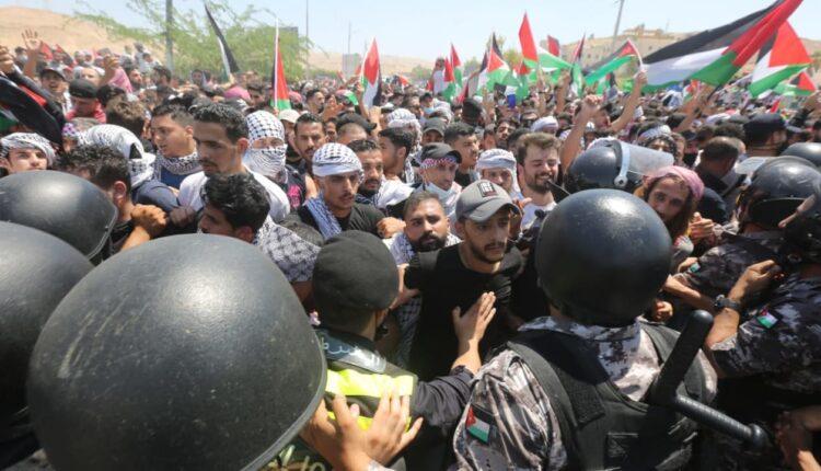 الجيش الأردني يمنع المتظاهرين من الوصول لحدود فلسطين