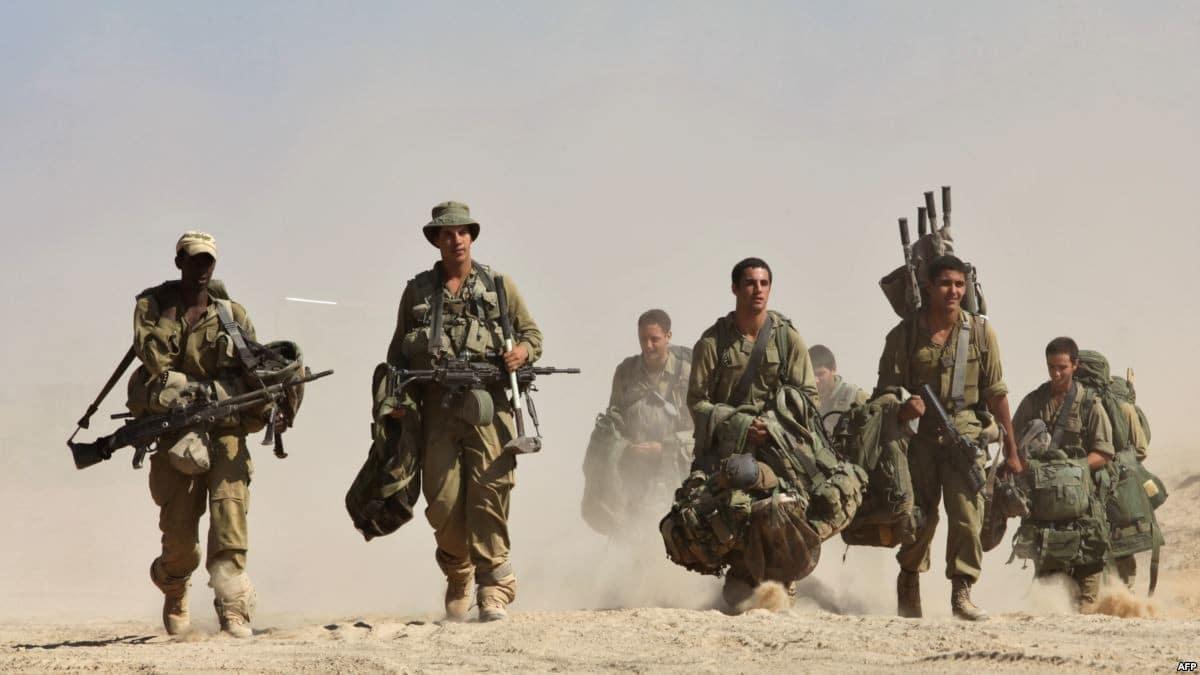 الجيش الإسرائيلي يحشد قواته ومعداته العسكرية على حدود غزة ويكشف التفاصيل