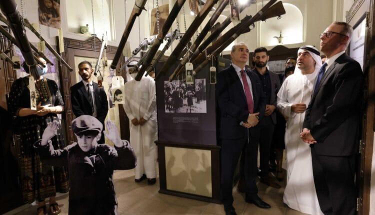 السفير الاسرائيلي في الإمارات يزور معرض للهولوكوست في دبي