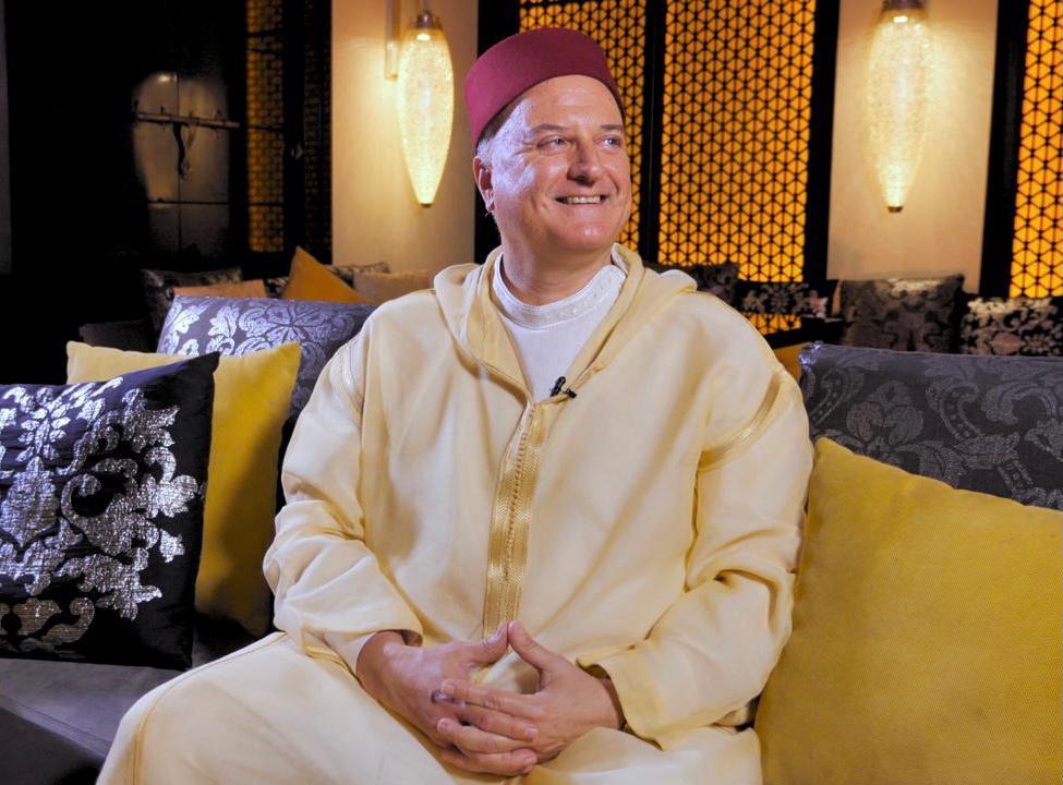 رذائل التطبيع .. شاهد ماذا يفعل السفير الإسرائيلي في المغرب بينما دماء أهل غزة لم تجفّ بعد!