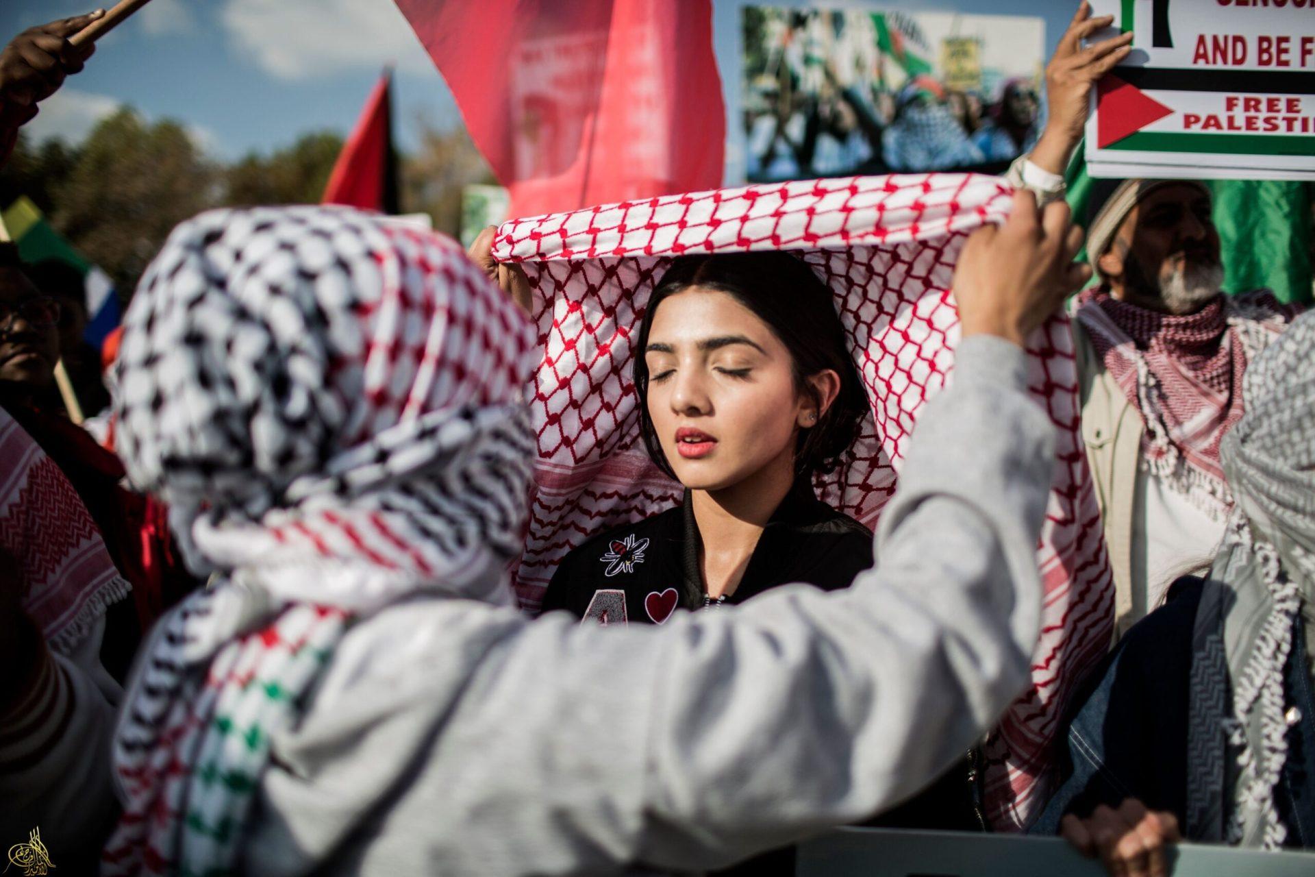 جوجل ويوتيوب يحاربان الفلسطينيين والكوفية