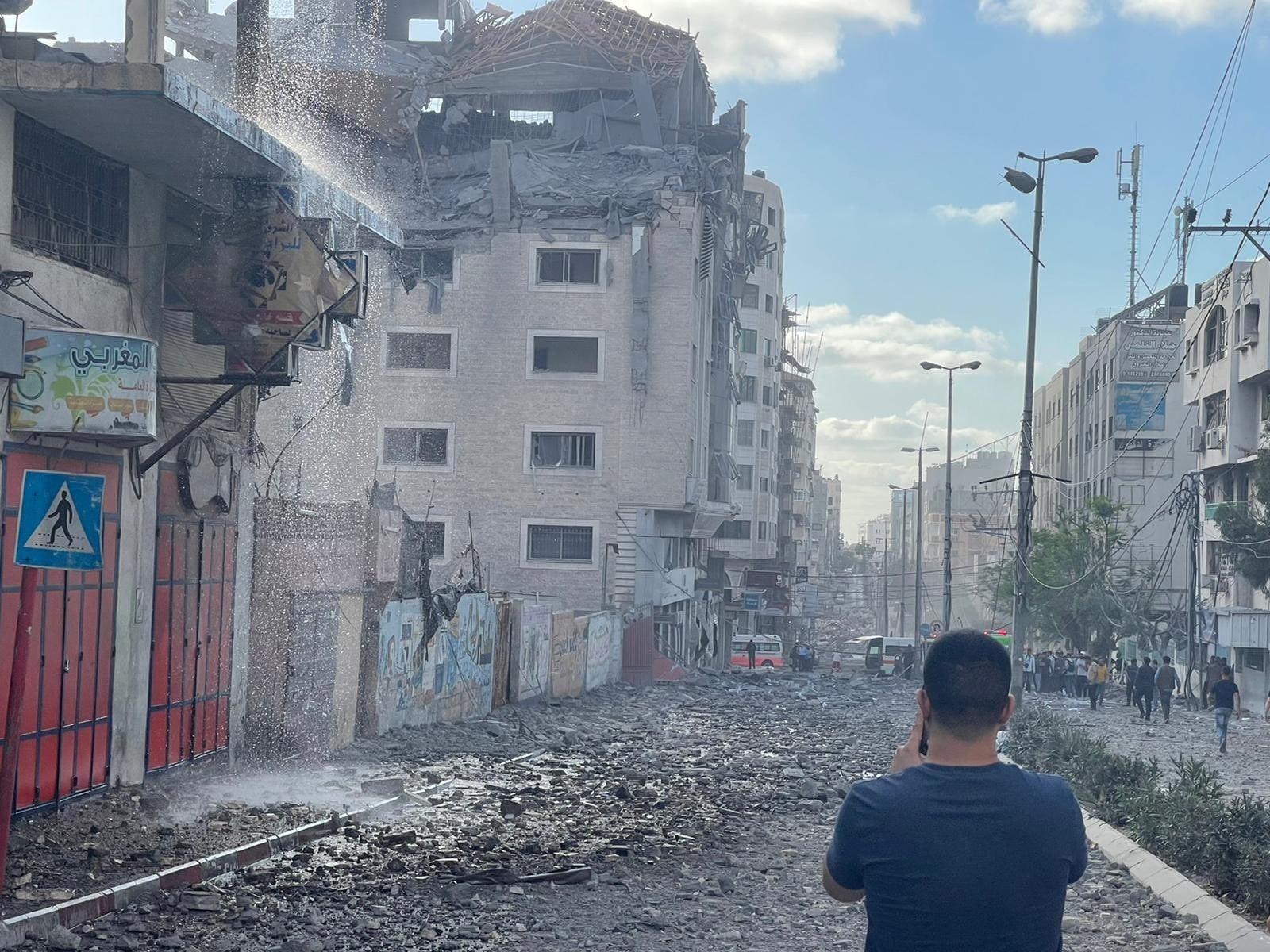 الهلال الأحمر القطري ينشر صورا لمقره المدمر في غزة من قبل الاحتلال العاجز أمام صواريخ المقاومة