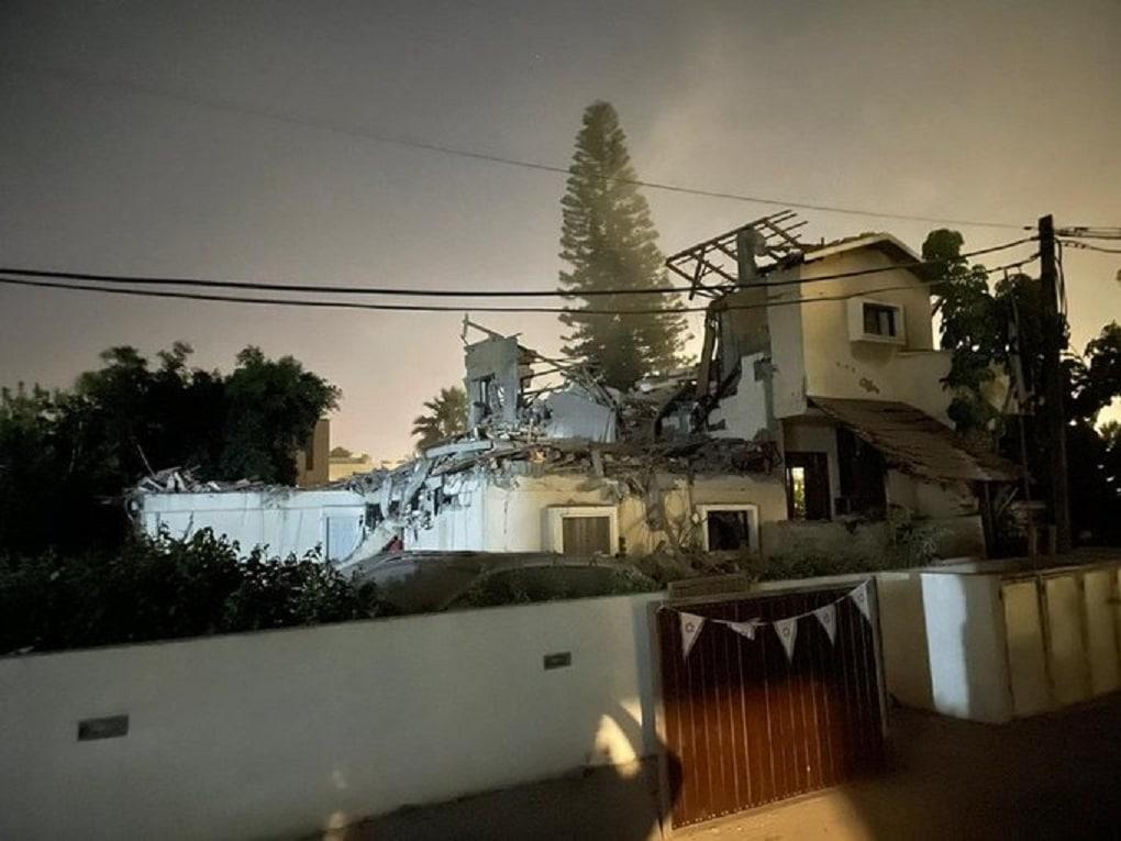 صاروخ فلسطيني يصب منزلاً في تل أبيب
