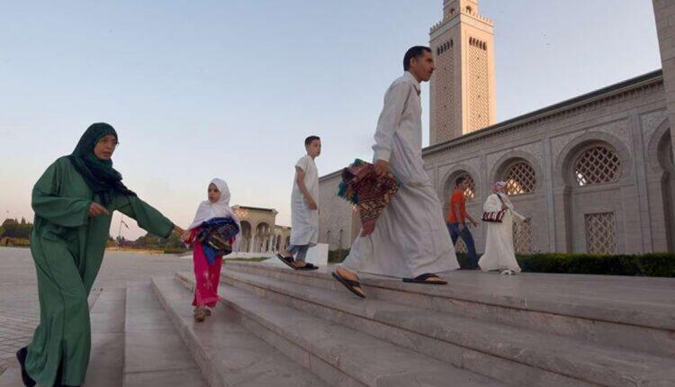 استاذ قانون تونسي يهاجم بناء المساجد