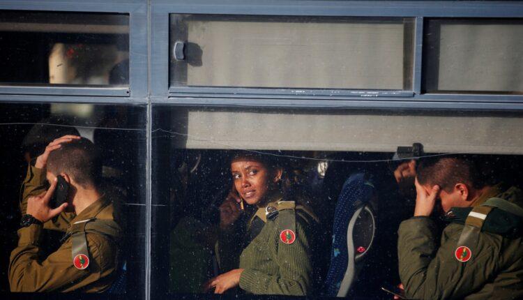 القسام تضرب حافلة عسكرية إسرائيلية