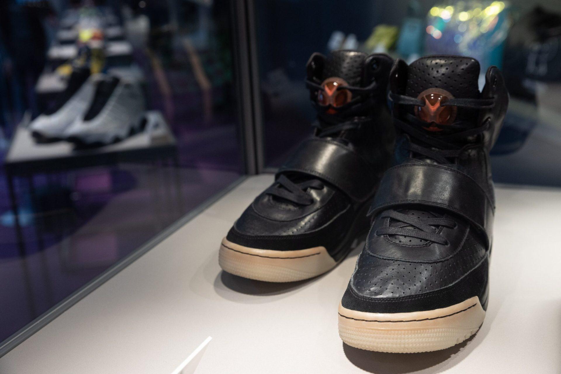 بالصور: الأغلى في العالم .. حذاء رياضي نادر يباع ب 1.8 مليون دولار