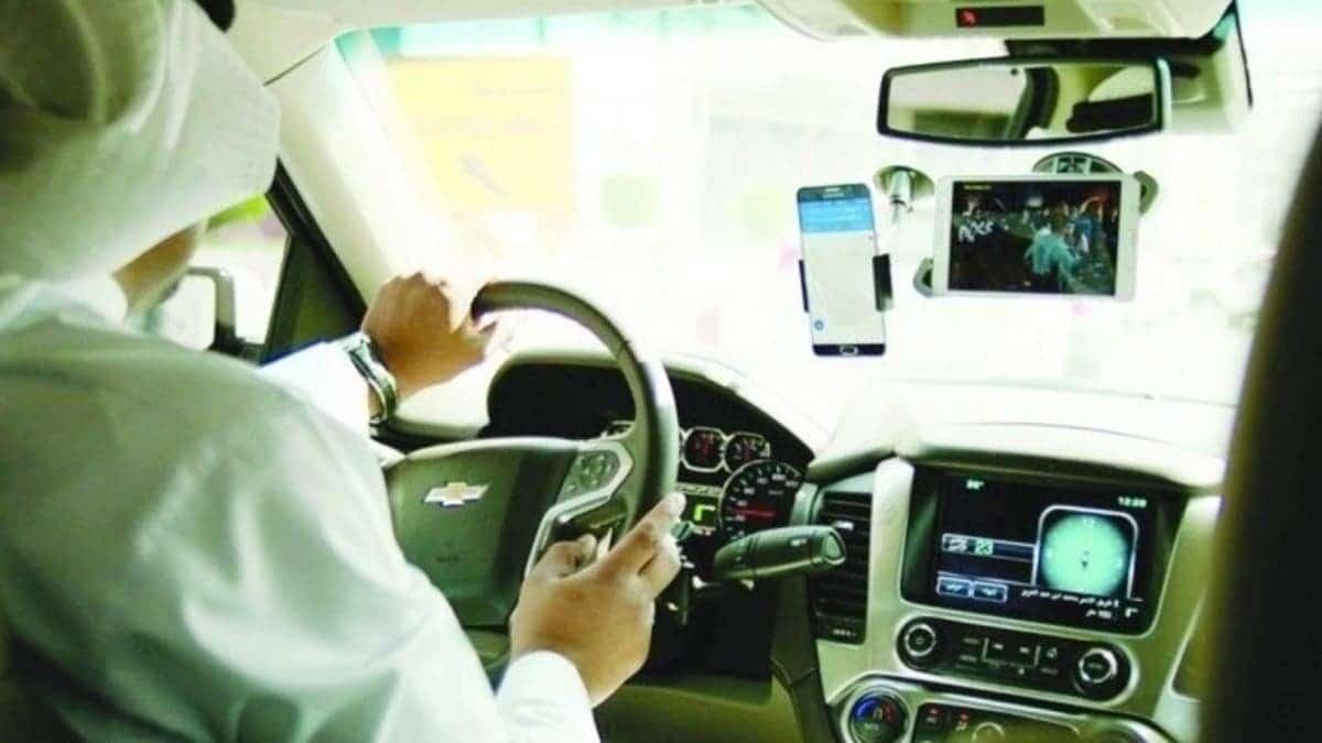 مقيمة أندونيسية في السعودية توثق لحظة تحرش بها من قبل سائق سعودي