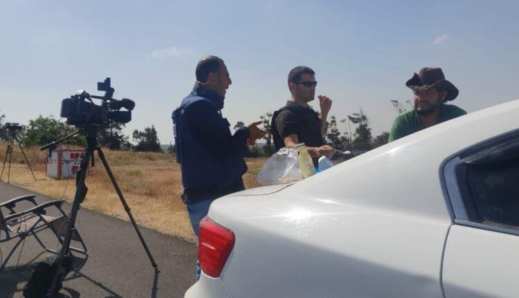 اعلاميون اماراتيون واسرائيليون على حدود غزة