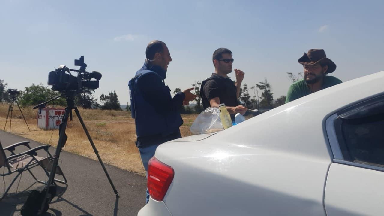 إعلاميون إماراتيون وإسرائيليون يتناولون طعام الإفطار على حدود غزة (شاهد)