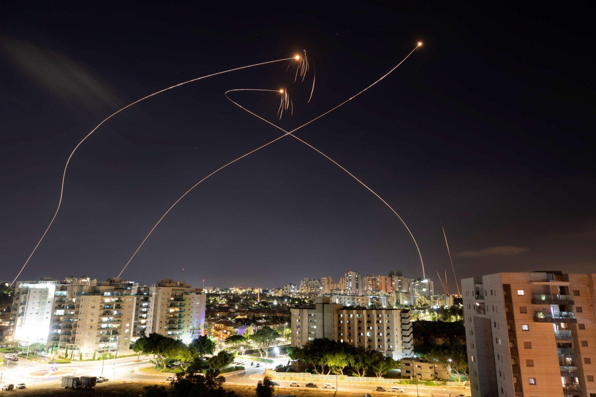 الإمارات تهدد حماس ما لم توقف صواريخها