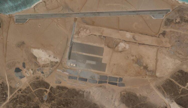 الامارات تشيد قاعدة عسكرية في جزيرة ميون
