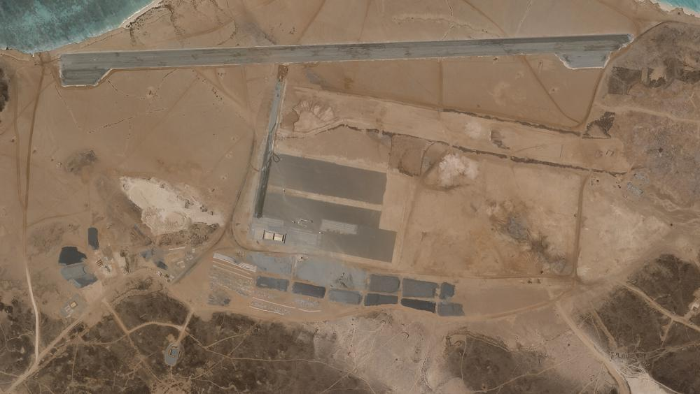 تقع على أهم ممرات الماء في العالم.. الإمارات تشيد قاعدة سرية في اليمن رغم إعلان انسحابها