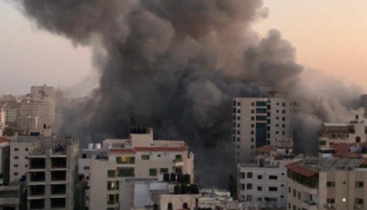 الجيش الاسرائيلي يدمر برج هنادي في قطاع غزة