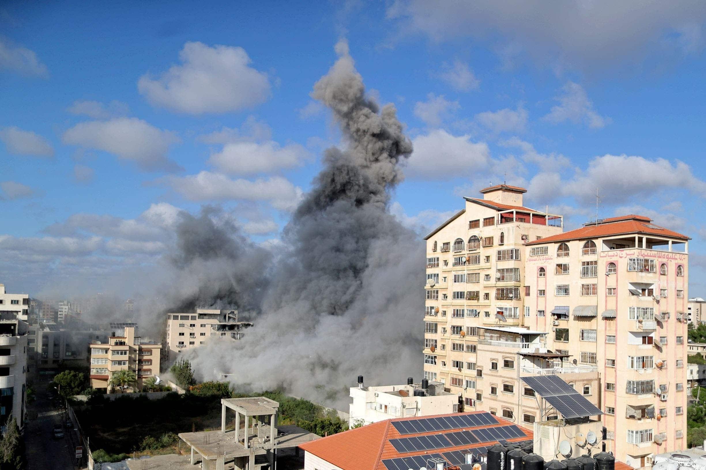 إسرائيل دمرت (184) برجاً ومنزلاً في غزة ونفذت أكثر من (1800) غارة جوية والخسائر فادحة