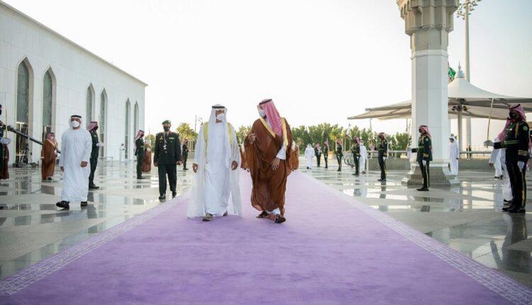 ما قصة السجاد الملكي الذي استقبل محمد بن سلمان ابن زايد عليه