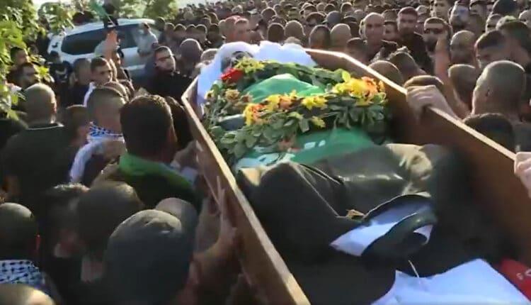 فتيات فلسطينيات يهتفن لوالدة محمد كيوان