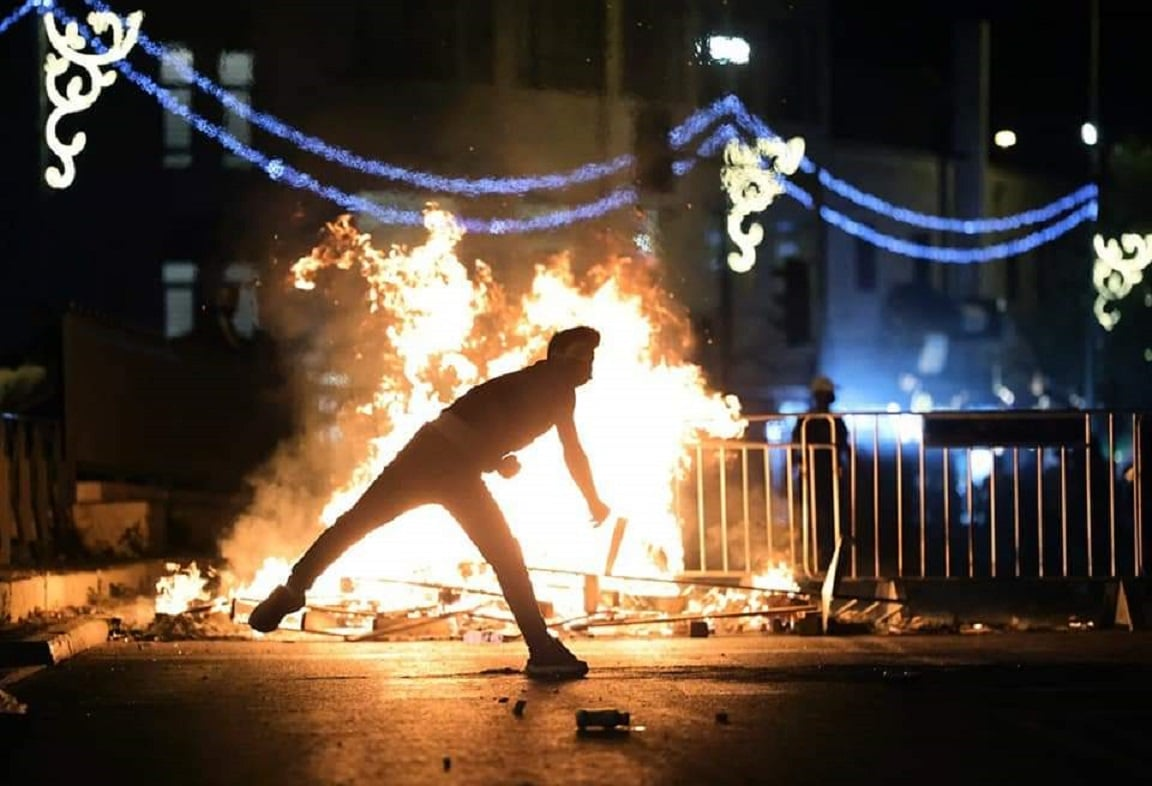 الاحتلال يقمع المعتصمين في الشيخ جراح وأبواب المسجد الأقصى ويهدد بحرق غزة
