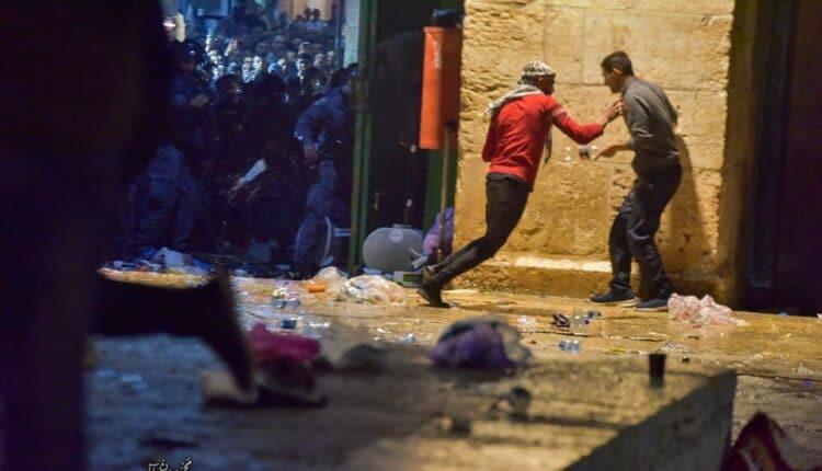 سفير الإمارات في إسرائيل يمتدح الصهاينة بينما يتعرض الأقصى لهجوم اسرائيلي