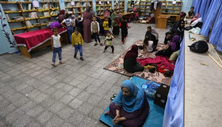 غارات جوية عنيفة على قطاع غزة ونزوح عشرات العائلات