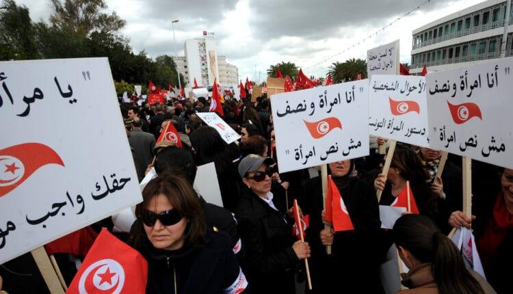 لوحة اعلانية تثير ضجة واسعة في تونس