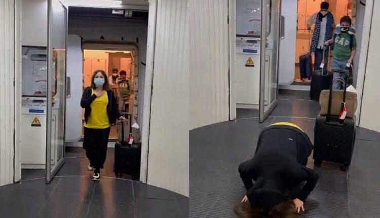 نهى نبيل تسجد في مطار دبي