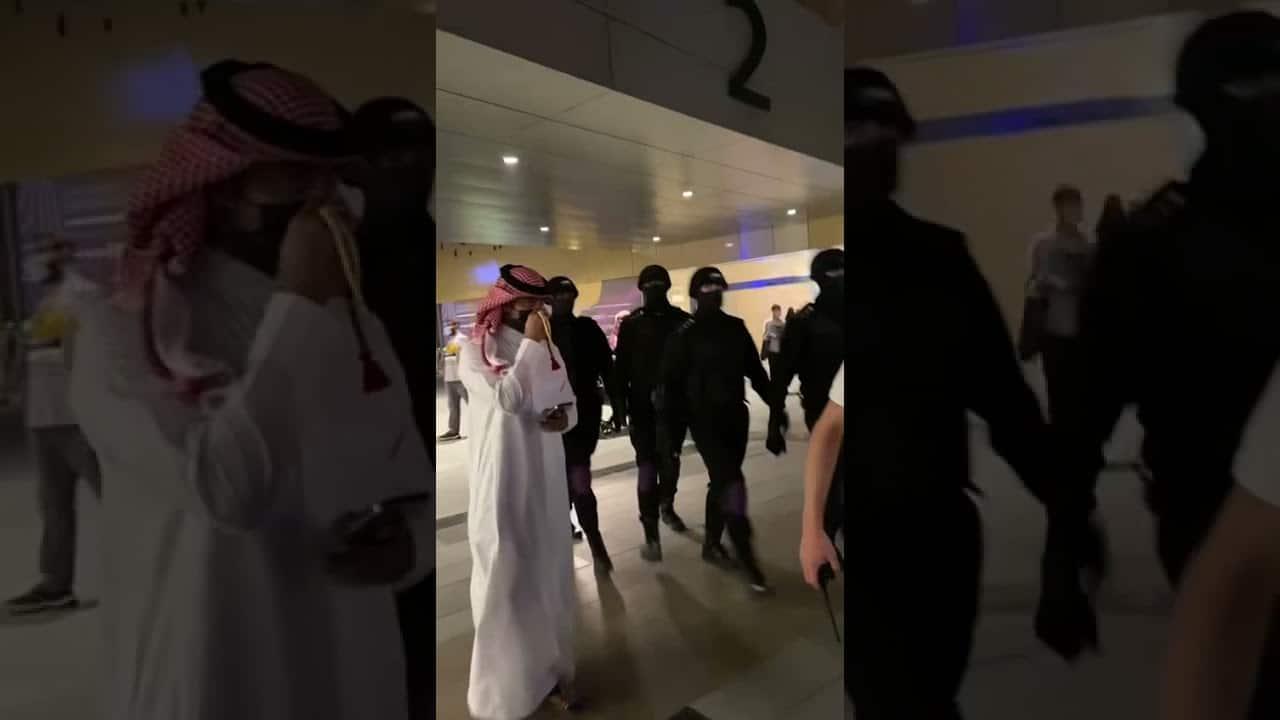 القبض على مغني راب في السعودية بسبب مافعله في مجمع تجاري!